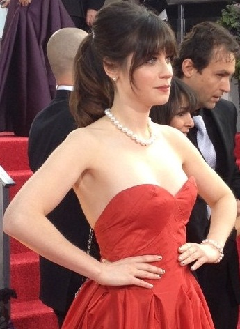 Zooey Deschanel at the 2013 Golden Globe Awards (cropped)