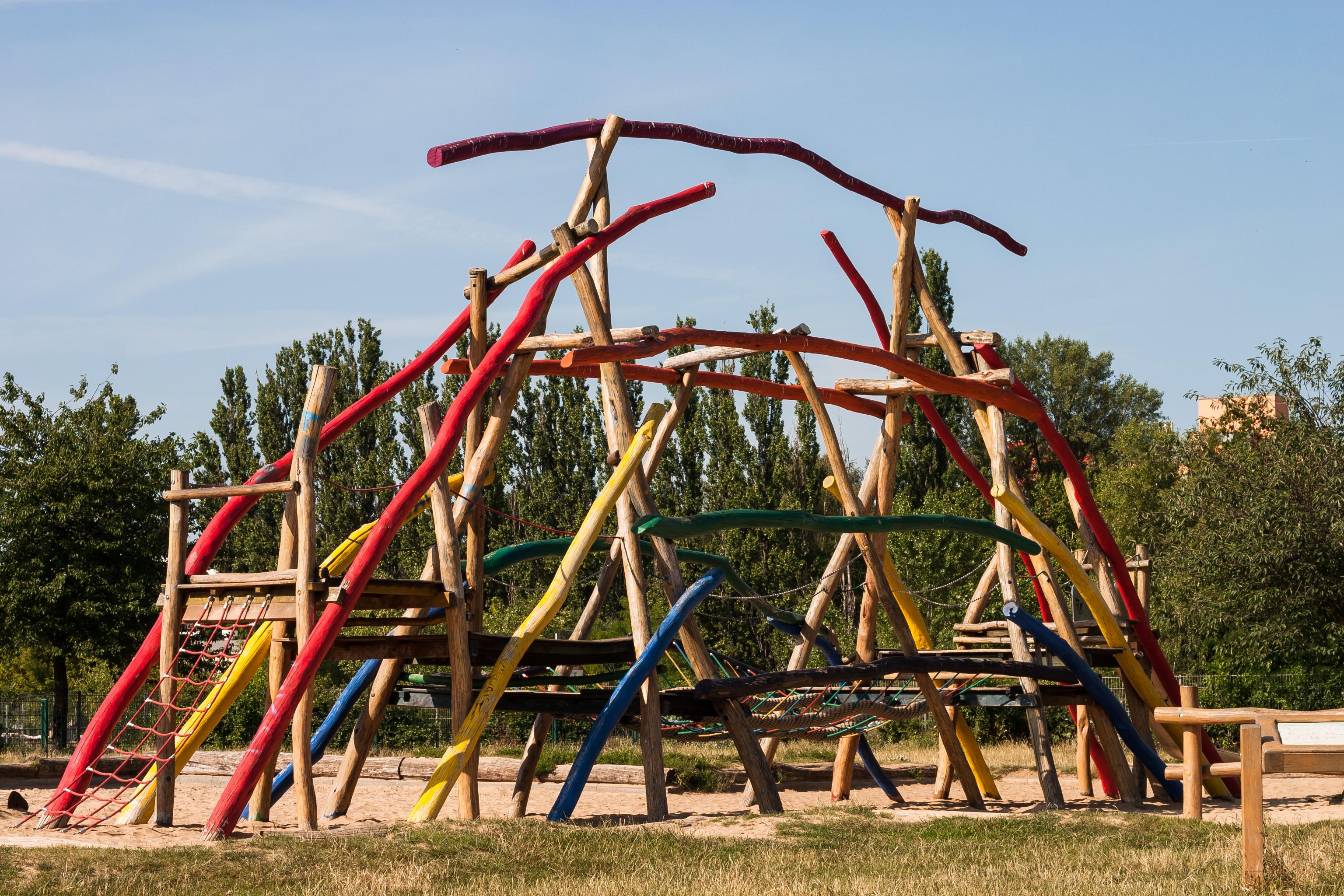 Klettergerüst Spielplatz : Datei klettergerüst spielplatz mauerpark berlin g u wikipedia