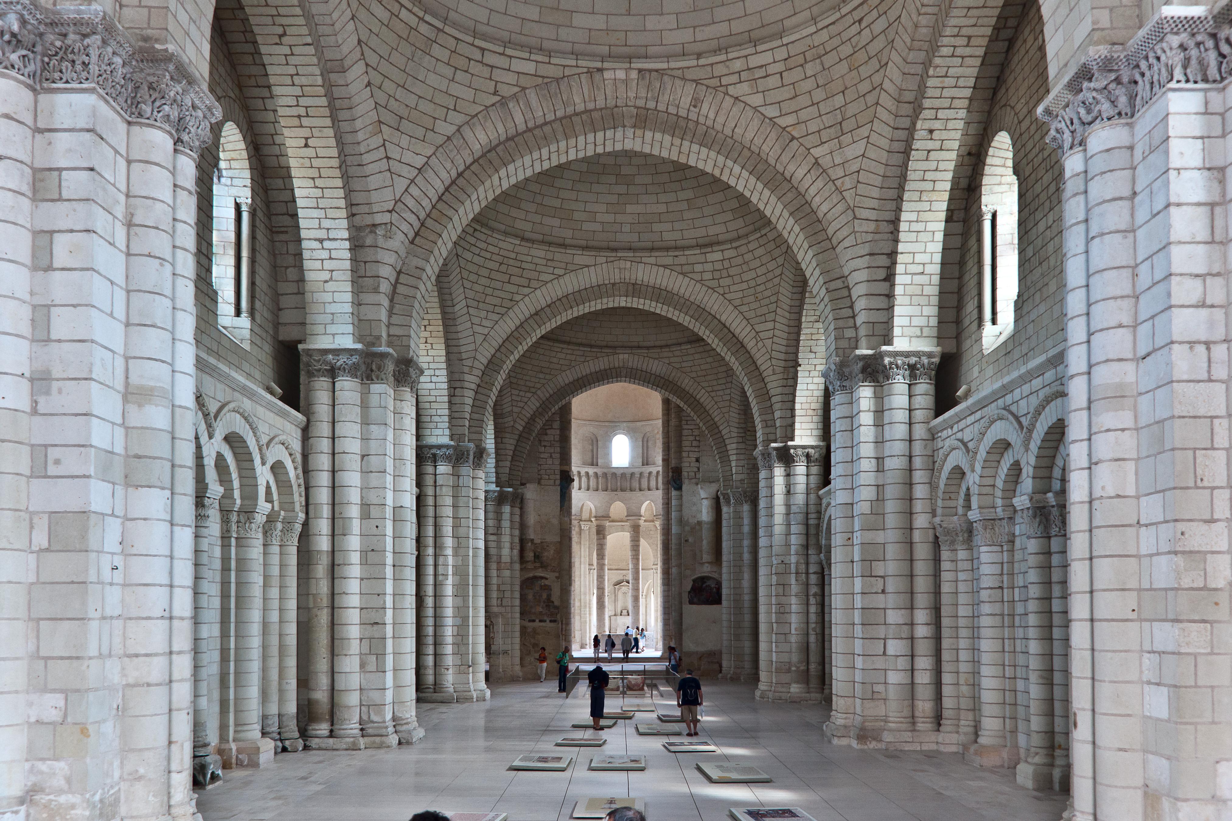 File abbaye fontevraud interieur eglise for Interieur eglise