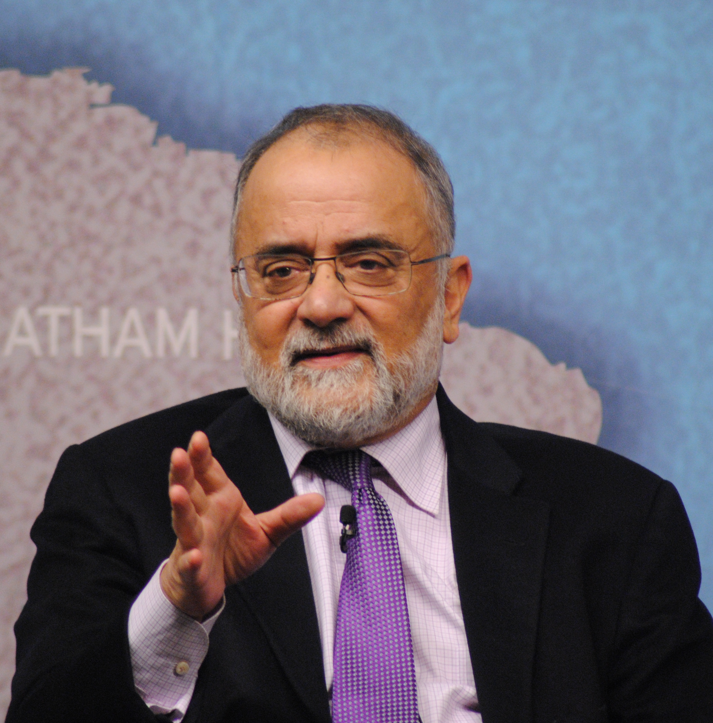 Ahmed Rashid speaking at a [[Chatham House]] event in January 2014