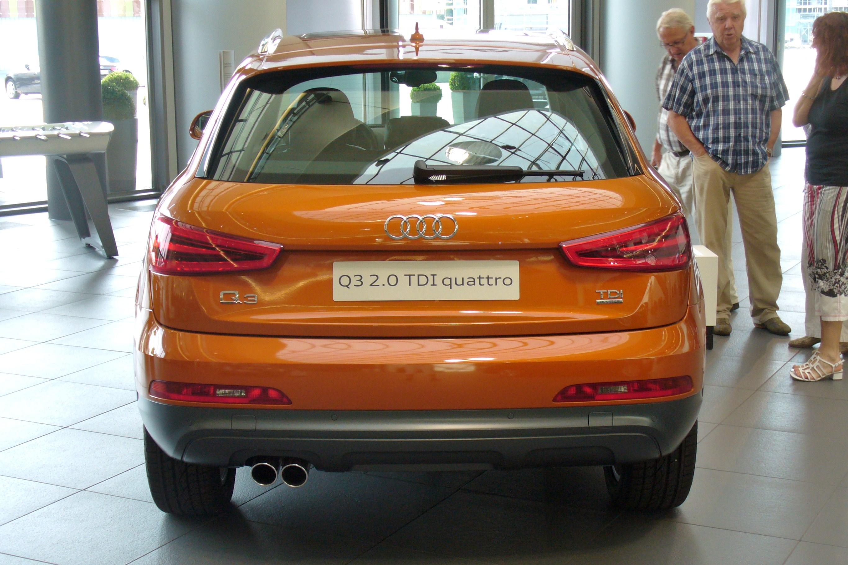 File Audi Q3 2 0 TDI quattro S tronic Samoaorange Hinten JPG