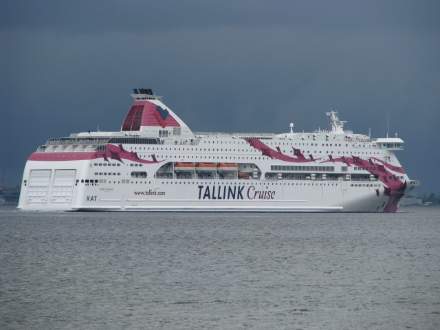 ファイル:Baltic Princess leaving Tallinn.JPG