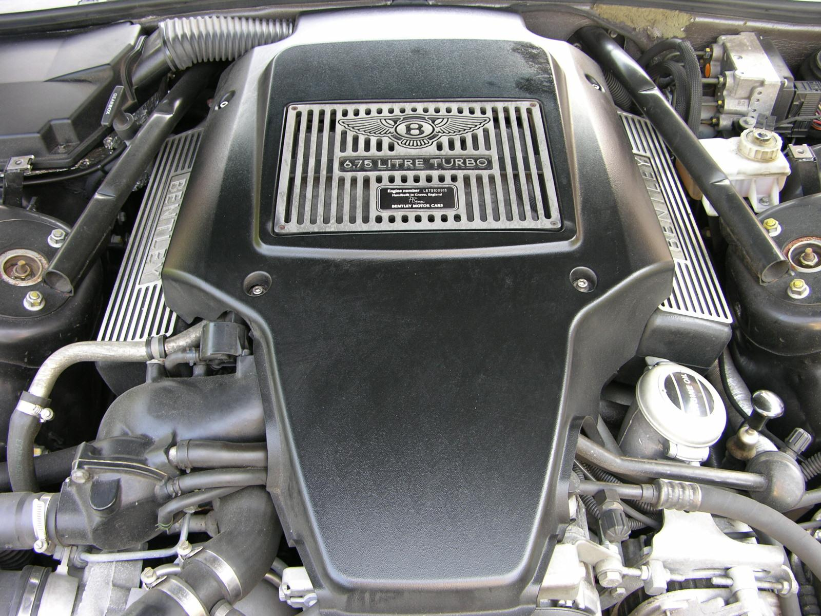 File:Bentley Arnage Red Label Engine.jpg - Wikimedia Commons