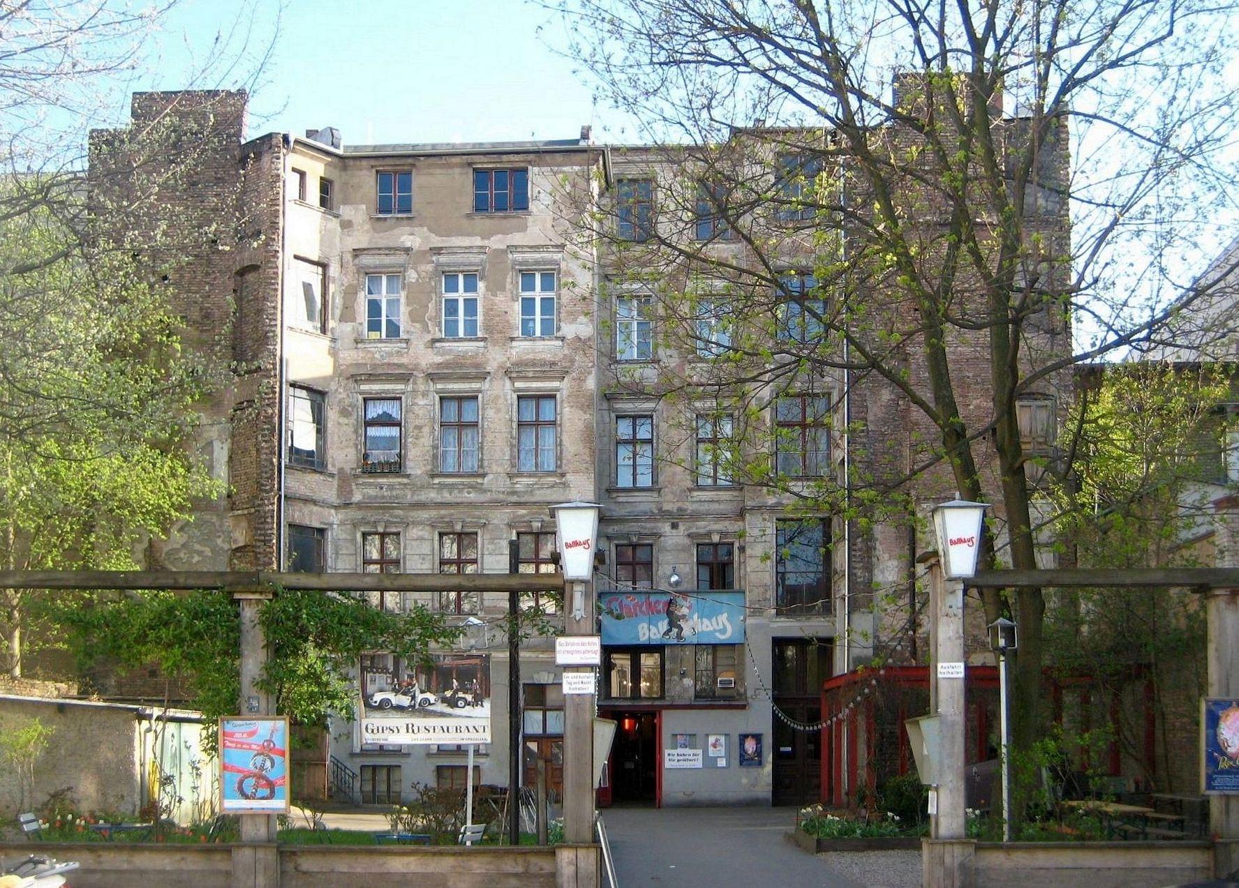file berlin mitte auguststrasse 24 25 claerchens wikimedia commons. Black Bedroom Furniture Sets. Home Design Ideas