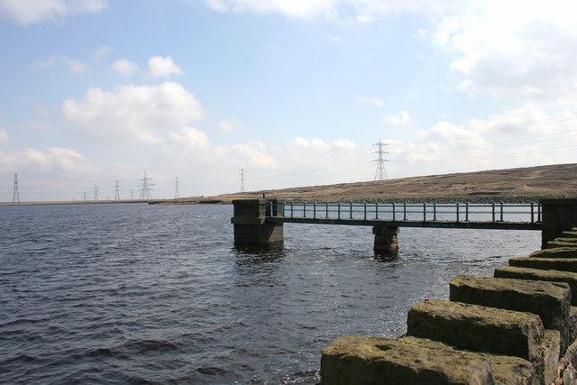 Blackstone Edge Reservoir - geograph.org.uk - 1250834