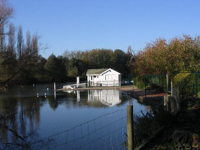 Boathouse on Stanborough Lakes. Welwyn Garden City. - geograph.org.uk - 80575