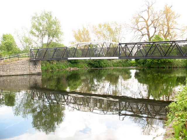 Bridge over the Lea - geograph.org.uk - 1325145