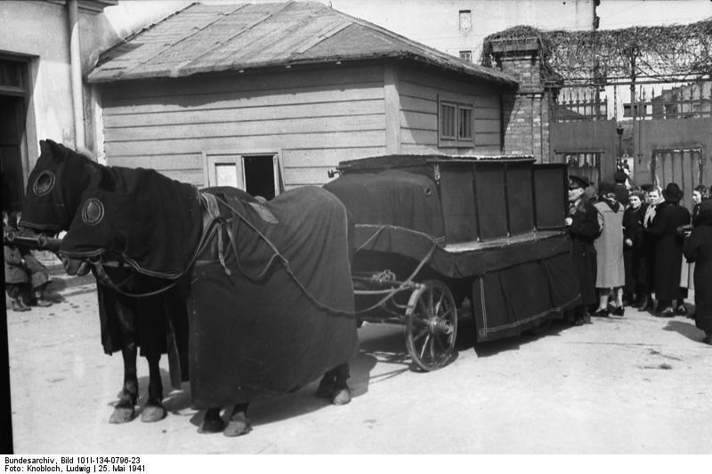 http://upload.wikimedia.org/wikipedia/commons/8/85/Bundesarchiv_Bild_101I-134-0796-23%2C_Polen%2C_Warschau%2C_J%C3%BCdischer_Friedhof%2C_Leichenwagen.jpg