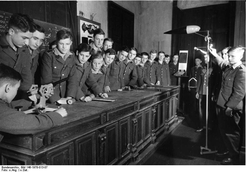 Файл:Bundesarchiv Bild 146-1978-013-07, Nationalpolitische Erziehungsanstalt.jpg