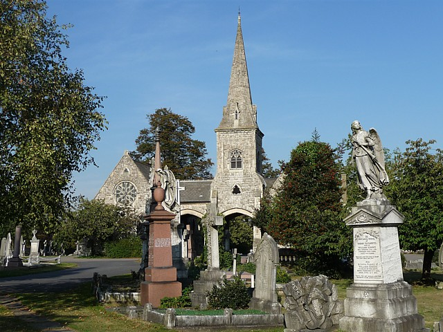 Cemetery chapels, Queen's Road - geograph.org.uk - 1574711