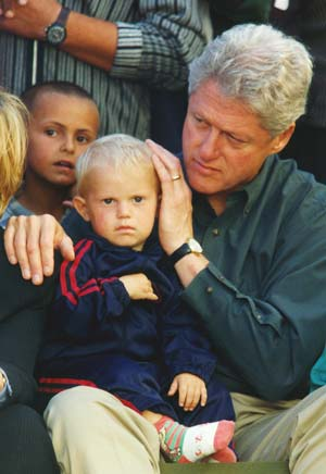 US President Bill Clinton with Albanian children during his visit to Kosovo, June 1999 ClintonKosovo.jpg