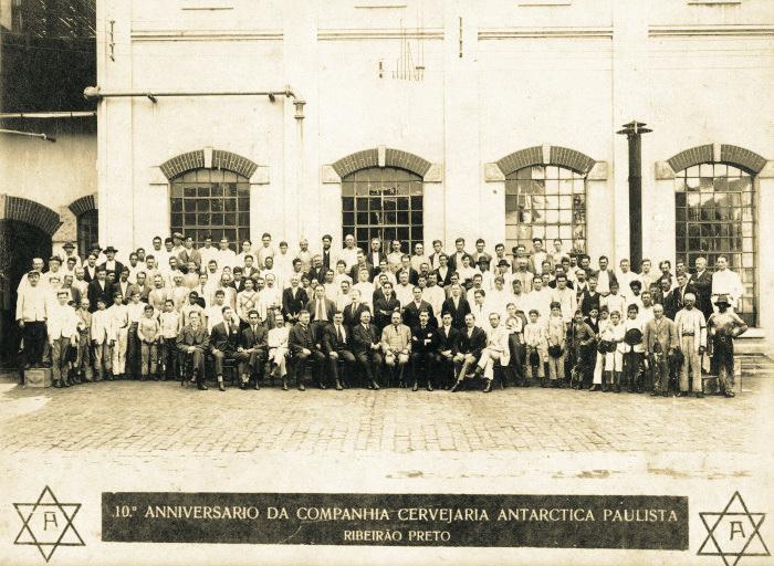 940464d72e File:Comemorações do 10º aniversário da Cia Antarctica Paulista, 1921.jpg