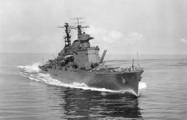Cruiser_HMS_Tre_Kronor.jpg