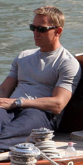 http://upload.wikimedia.org/wikipedia/commons/8/85/Daniel_Craig_on_Venice_yacht_crop.jpg