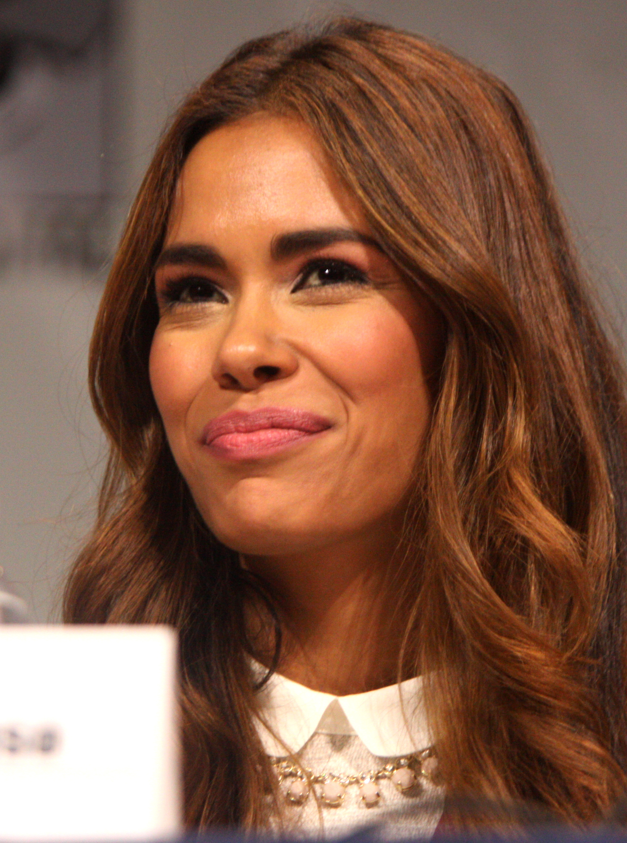 daniella alonso wallpaper
