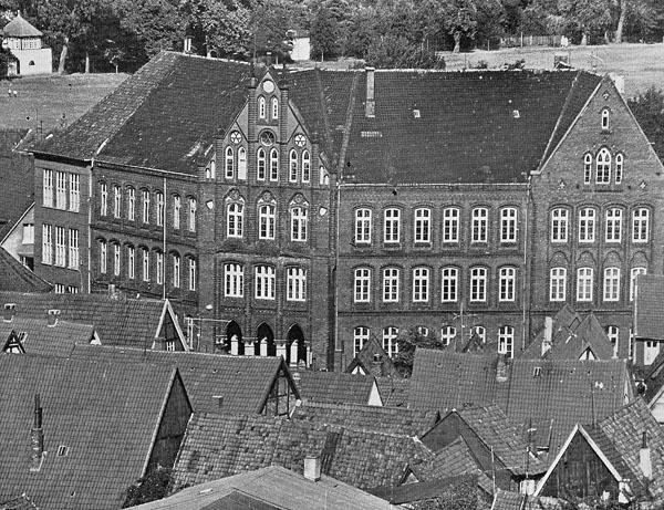 File:Das alte Hermann-Billung-Gymnasium Celle.jpg