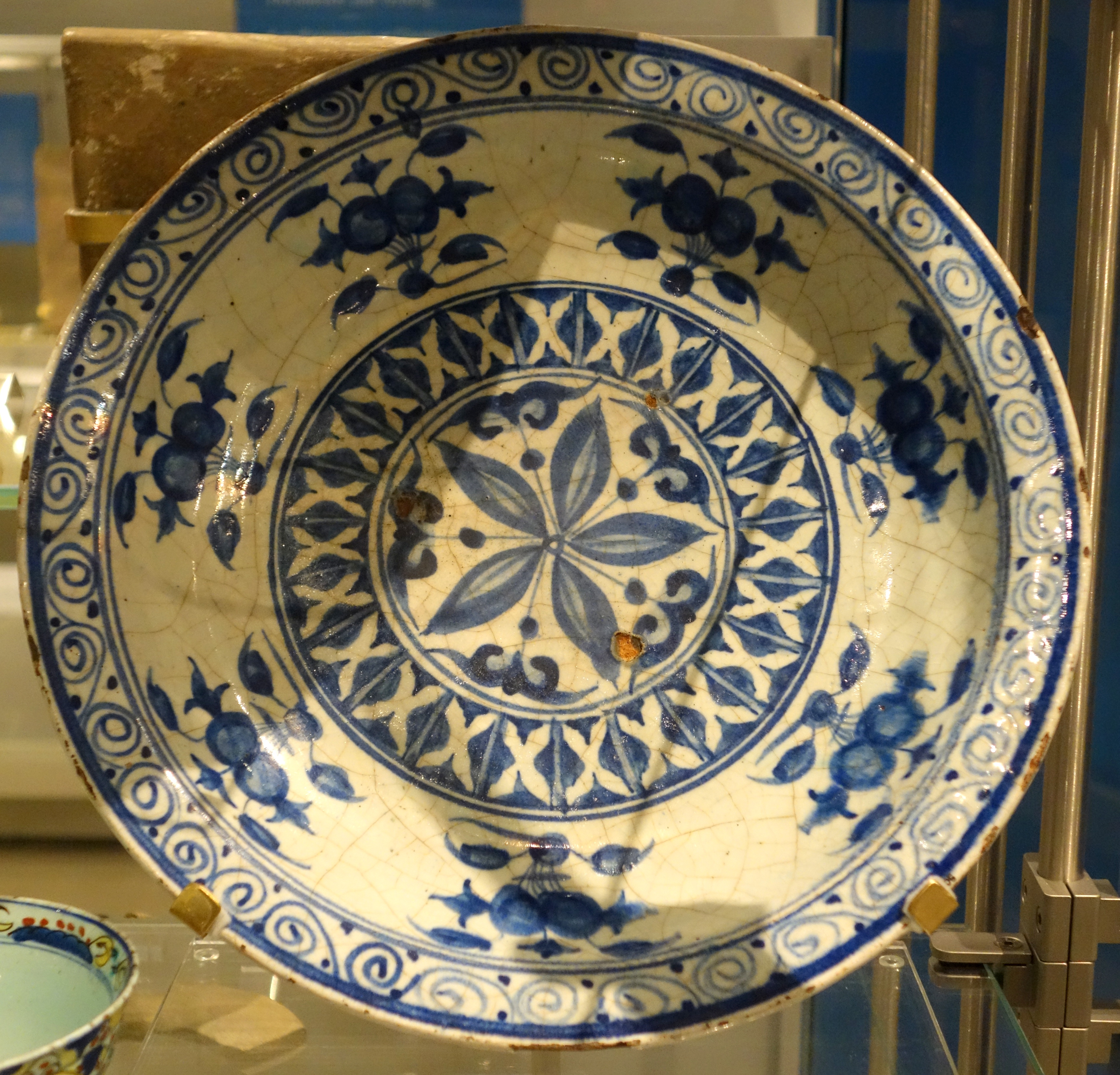 File Dish With Blue And White Design Iran Tabriz Early
