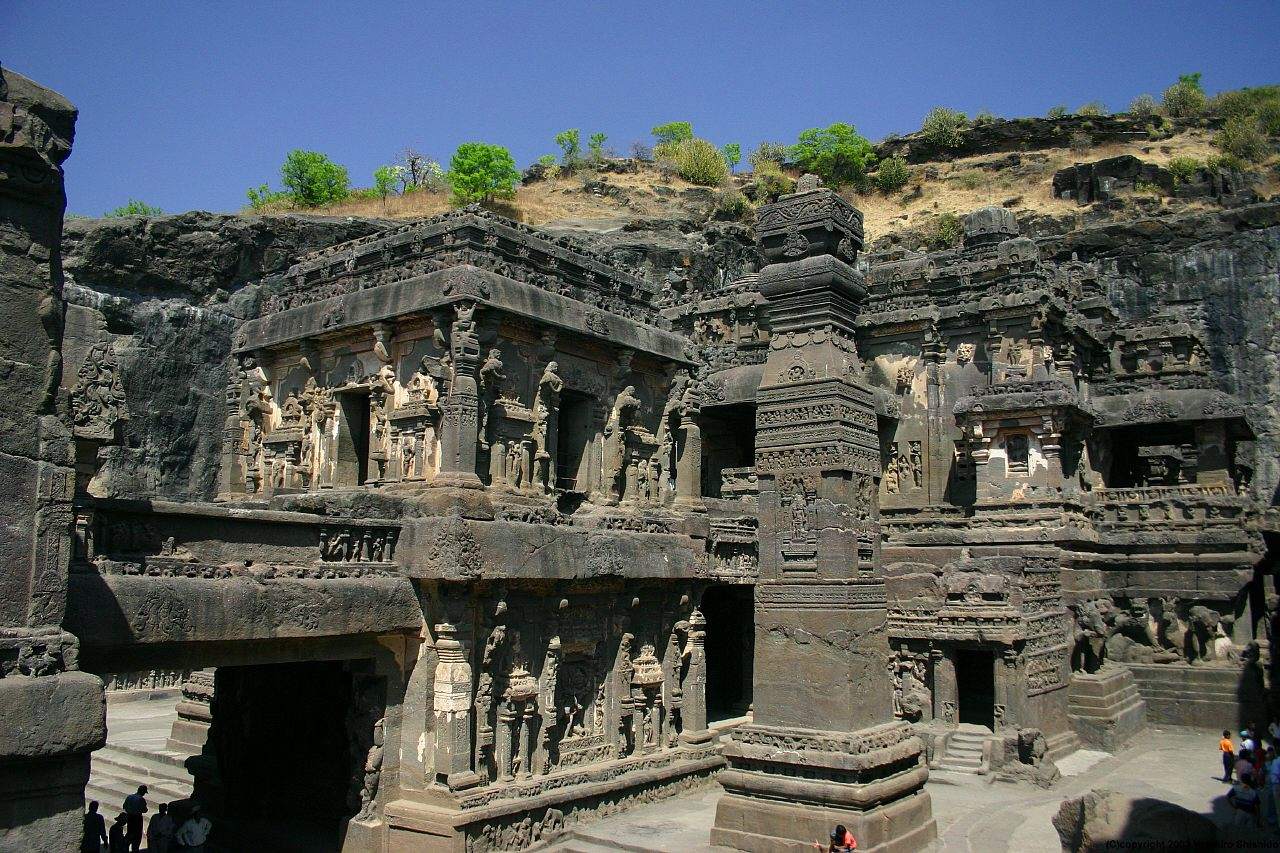 http://upload.wikimedia.org/wikipedia/commons/8/85/Ellora_cave16_003.jpg