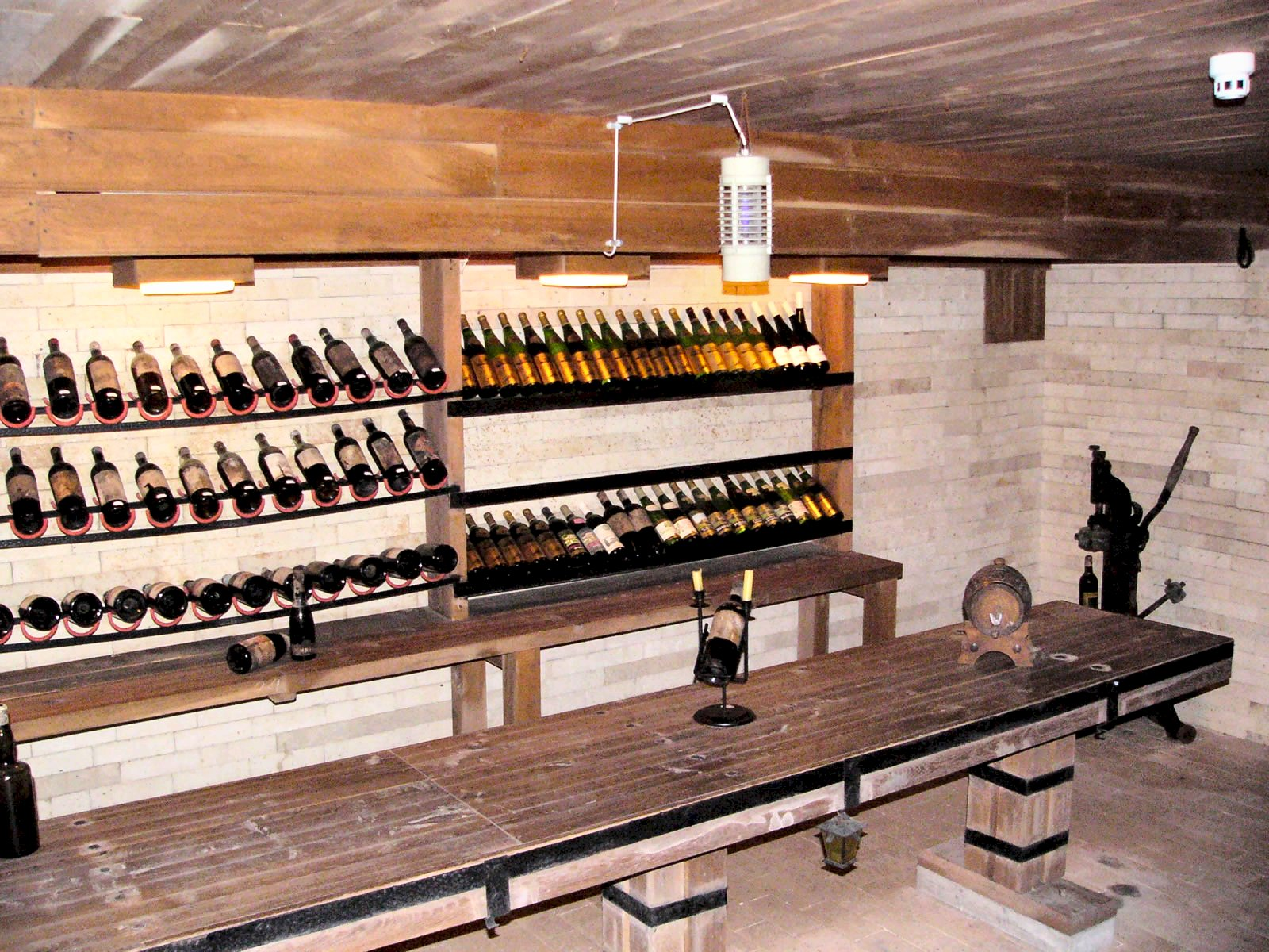 File euxinograd wine wikimedia commons for Bar dans une maison