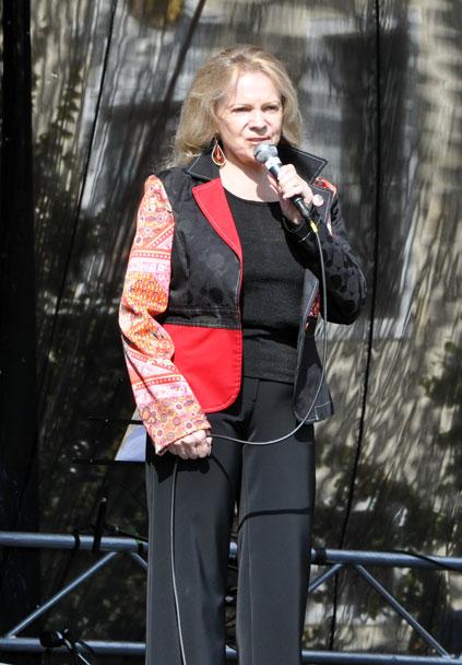 https://upload.wikimedia.org/wikipedia/commons/8/85/Evapilarova