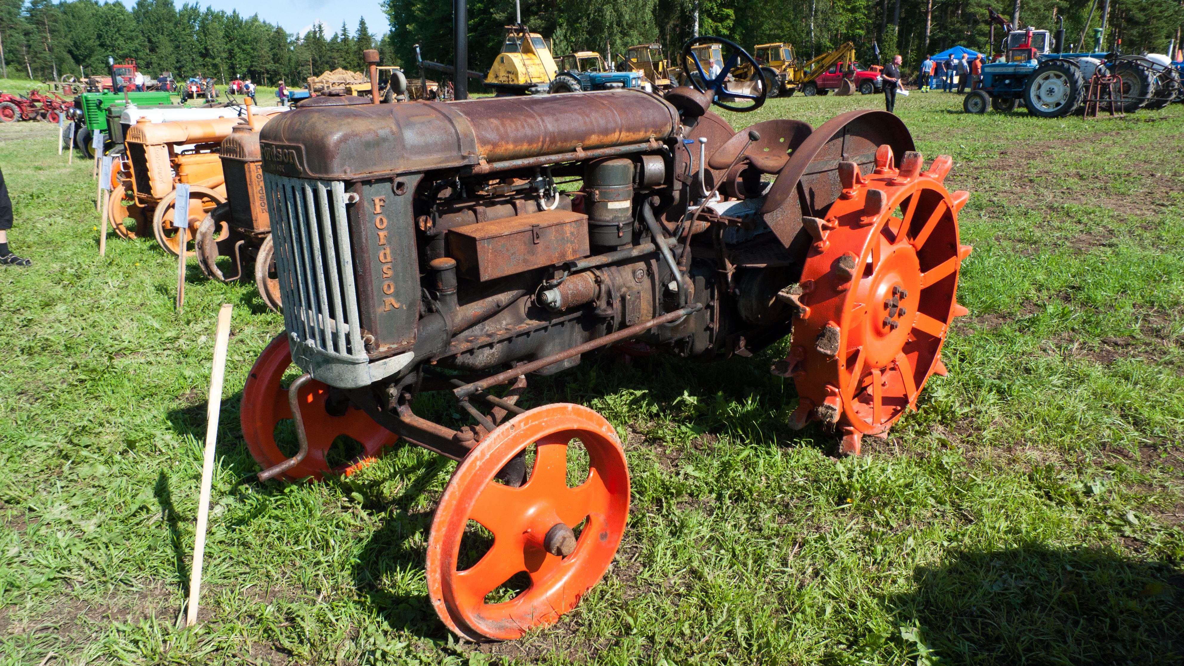 f969a9c709 File Fordson traktori.jpg - Wikimedia Commons