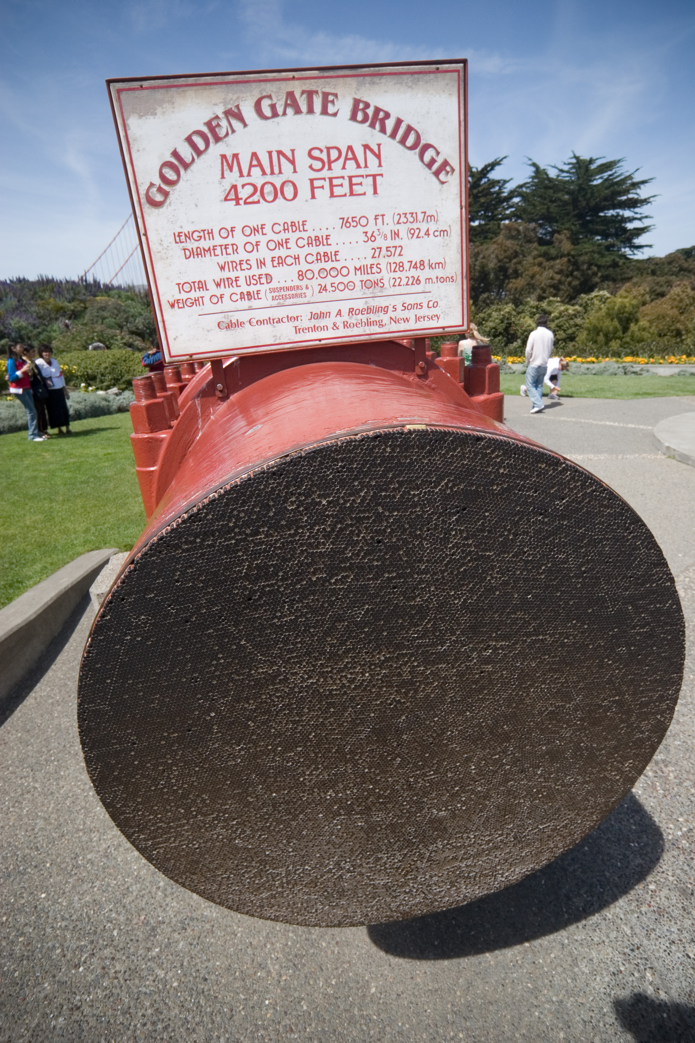 On the south side of the bridge, a 36.5 inch (93 cm) wide cross-section of the cable, containing 27,572 separate wires, is on display.