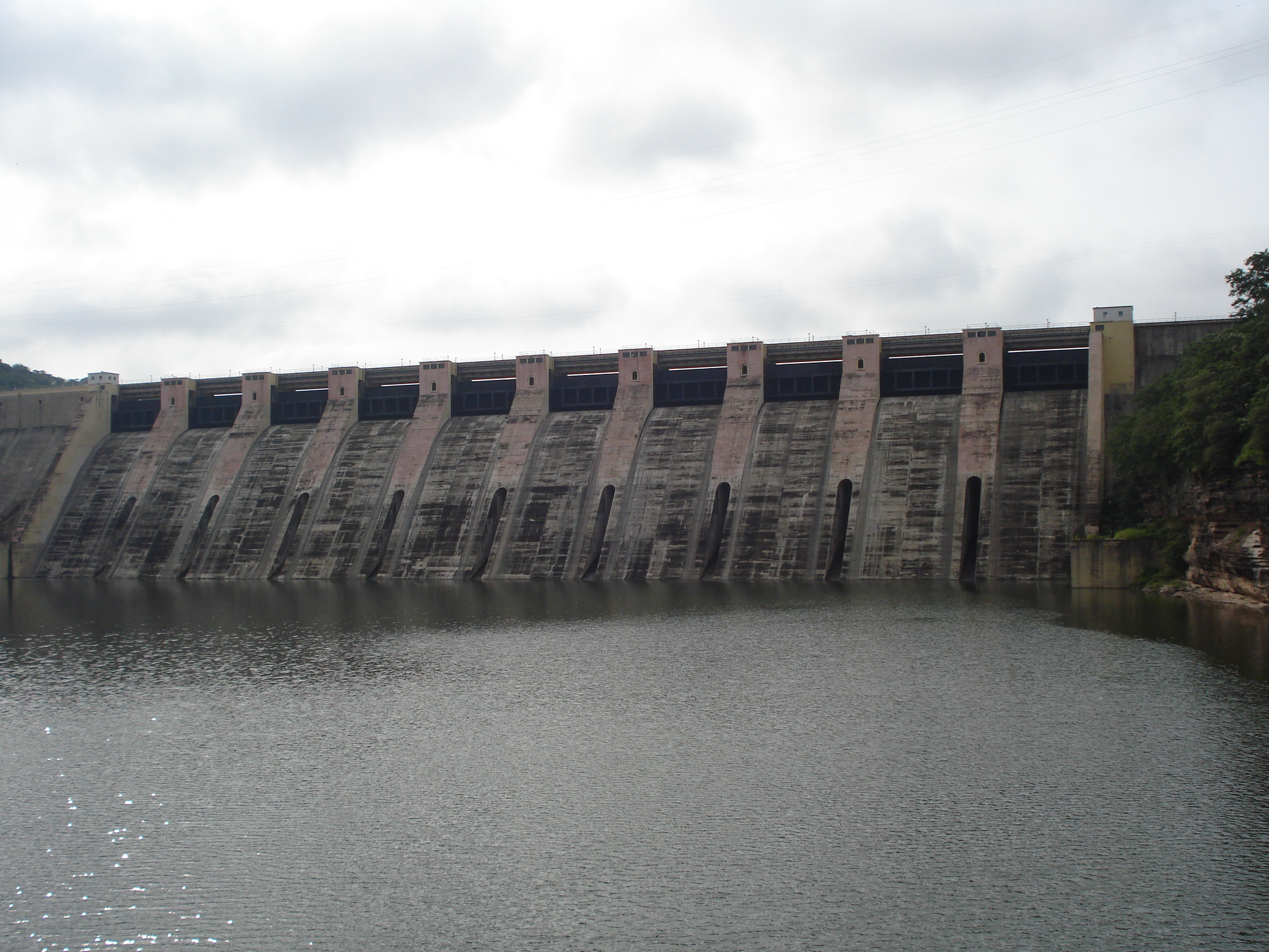 File:Gandhi Sagar Dam.JPG - Wikipedia, the free encyclopedia