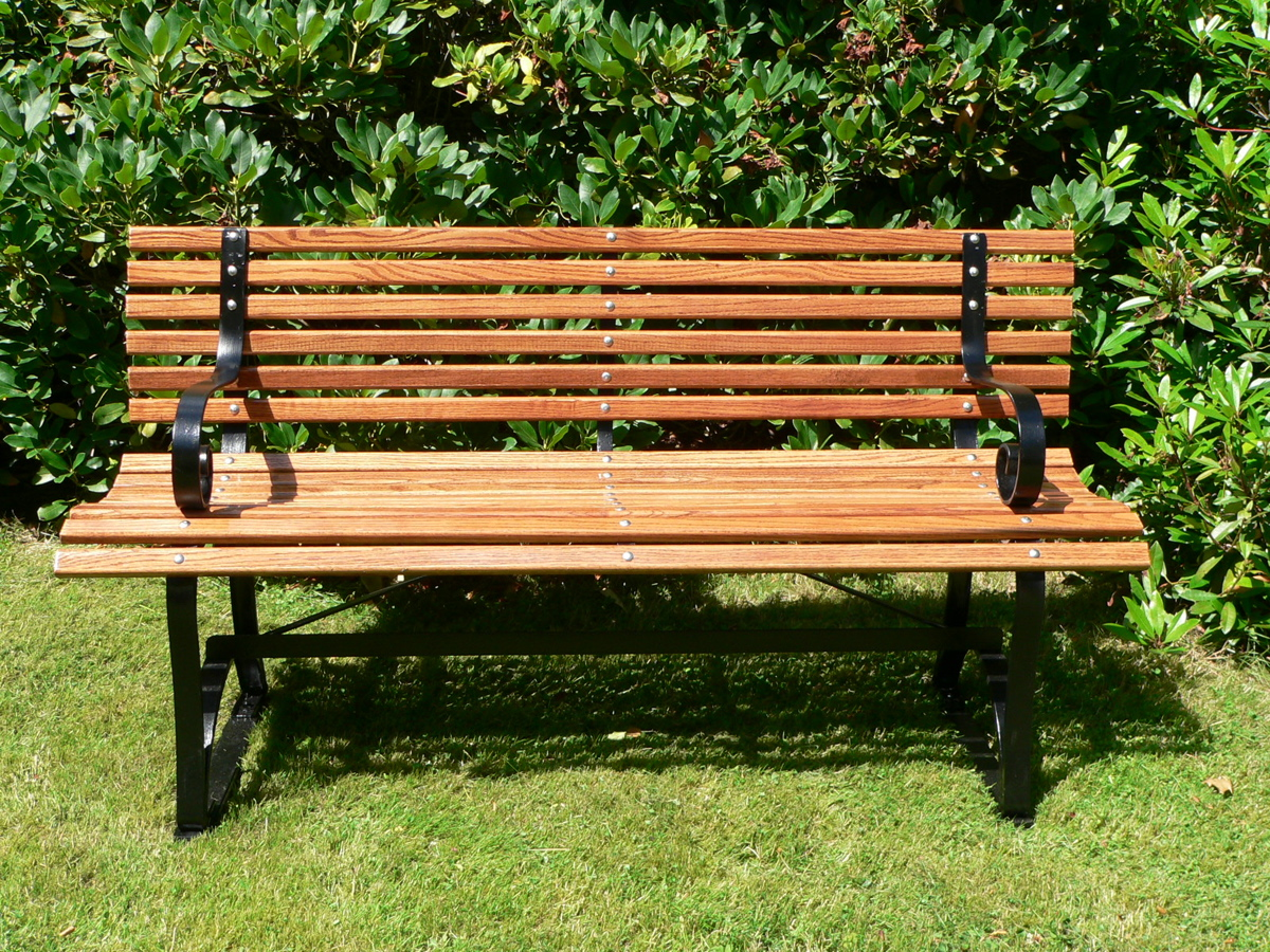 Bench furniture wikiwand for Bancas de madera para jardin
