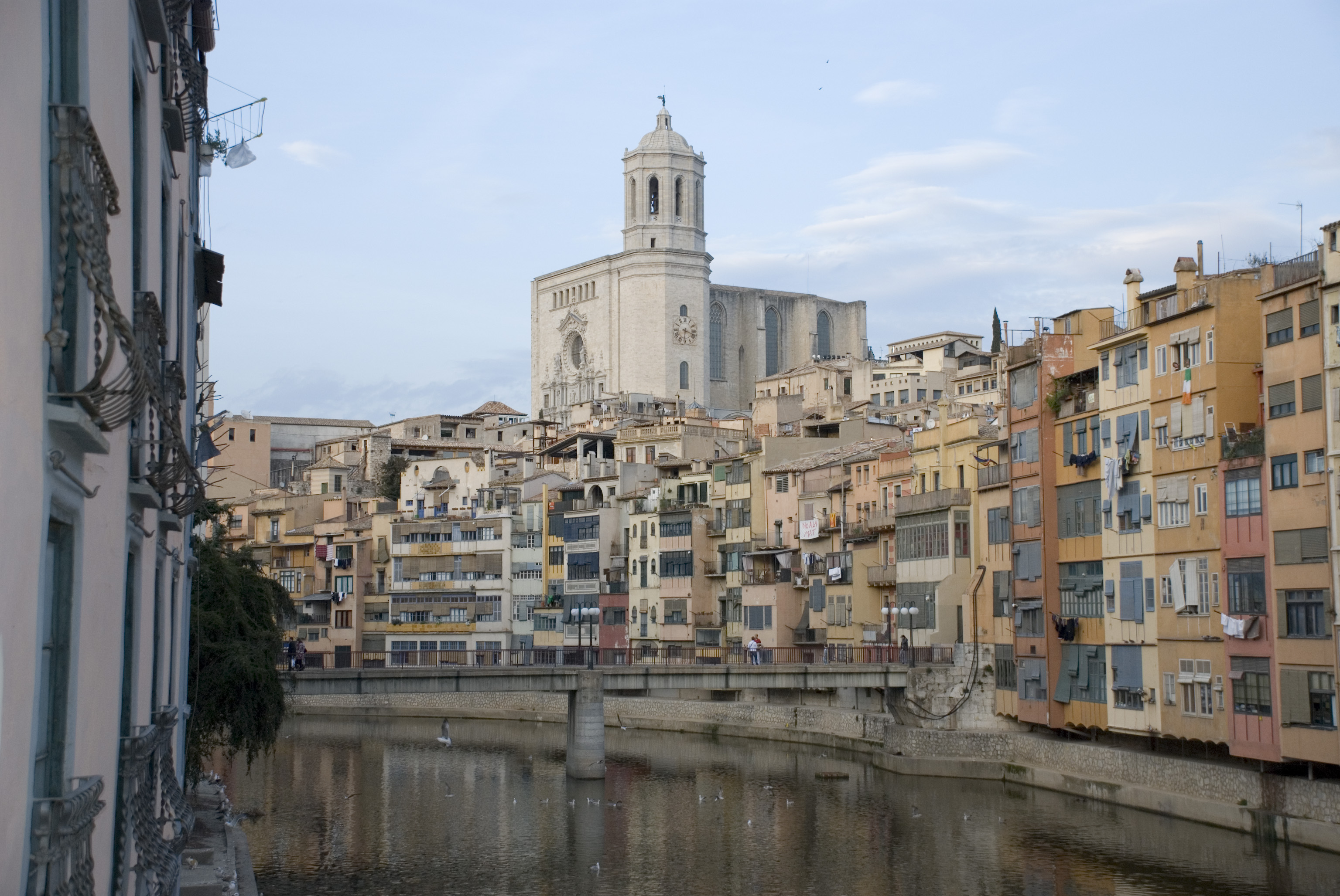 Ficheru:Girona.onyar.catedral2.jpg - Wikipedia