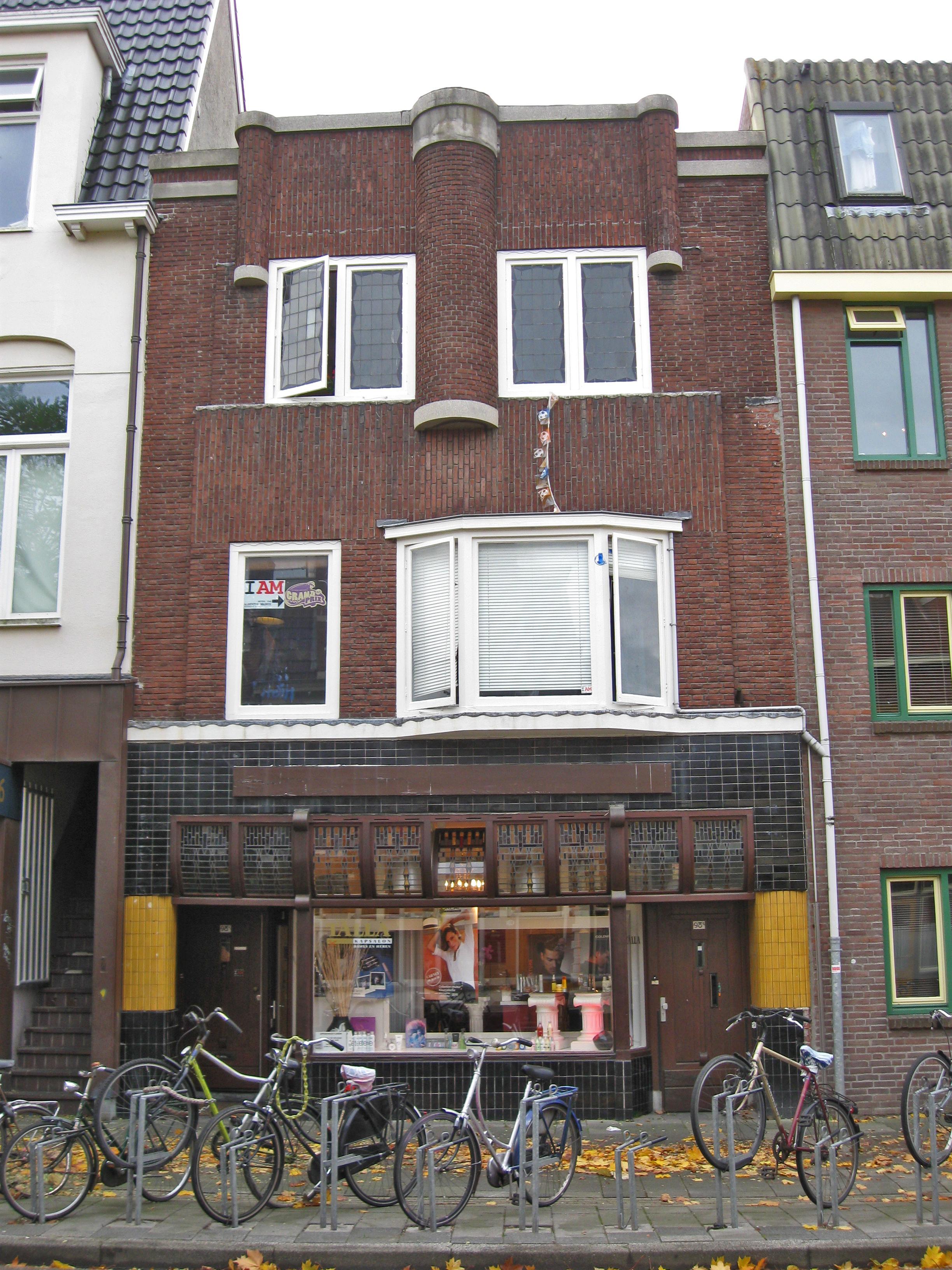 Winkelwoonhuis met kenmerken van de amsterdamse school en de art d co stijl in groningen - Kamer deco stijl ...