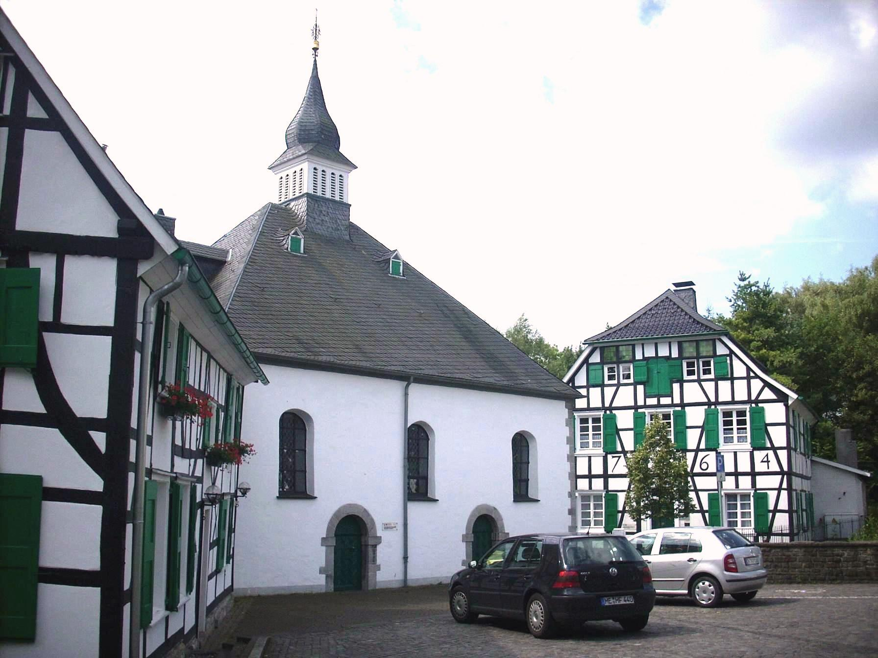 Protestant church with assembly house and preacher's house