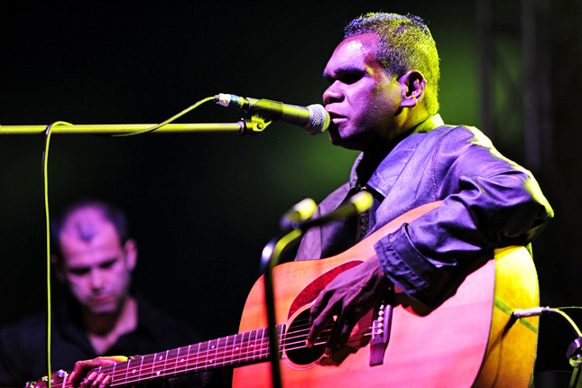 The op ed also relates a story about how singer/artist Gurrumul Yunupingu (pictured) was repeatedly denied cabs: