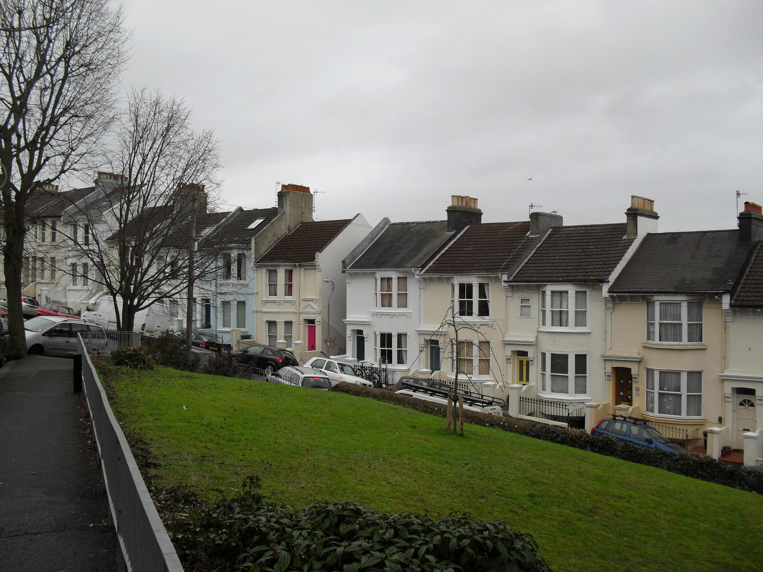 Round hill brighton for Brighton house