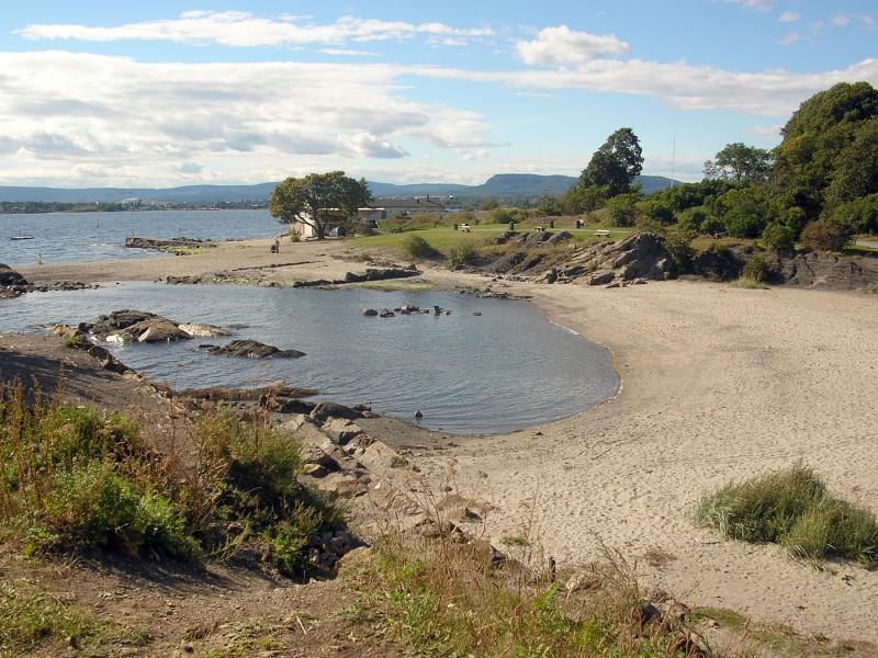 File:Huk, Oslo - bay with beach.jpg