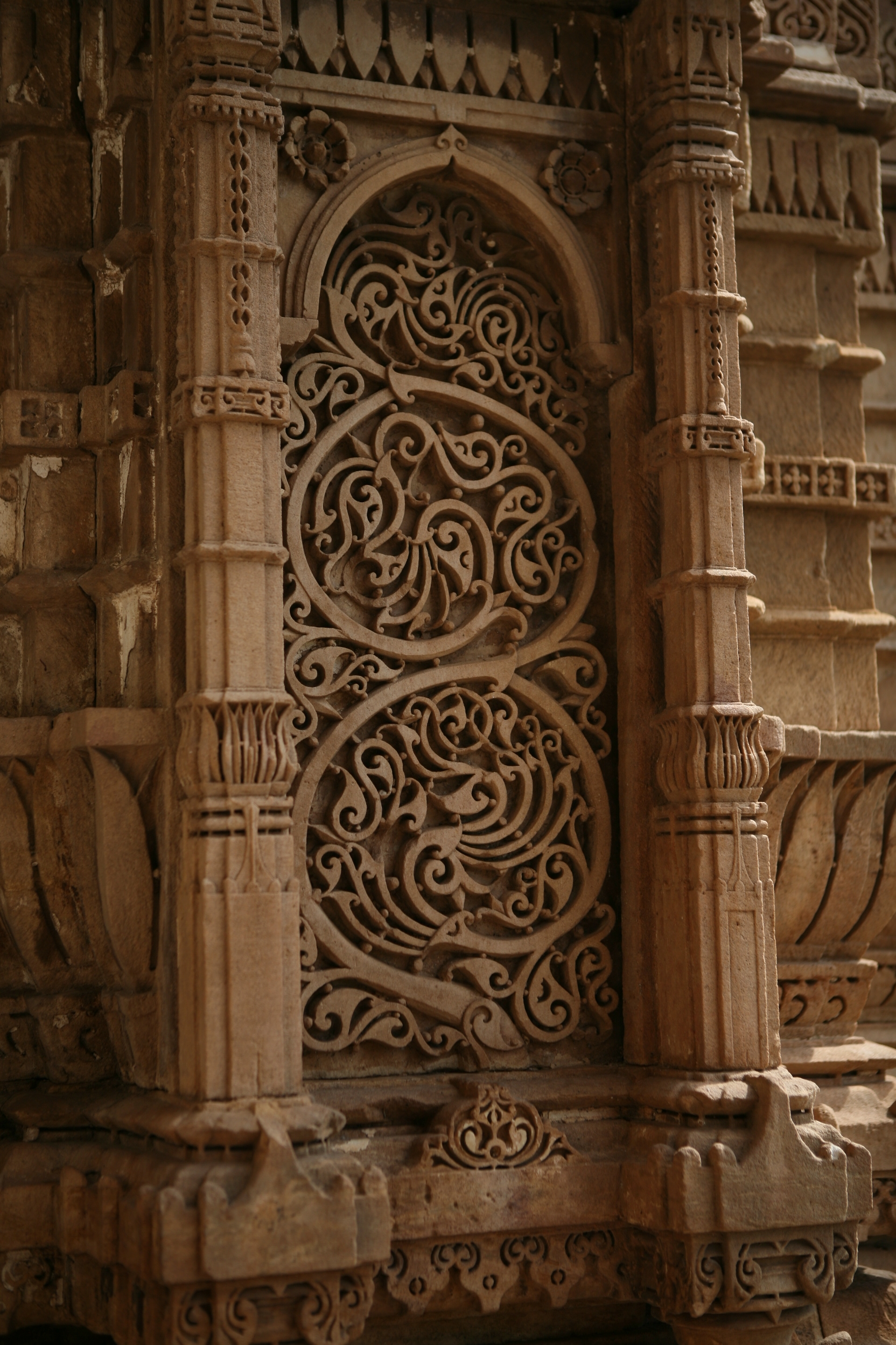 File intricate carving on external walls of jami masjid