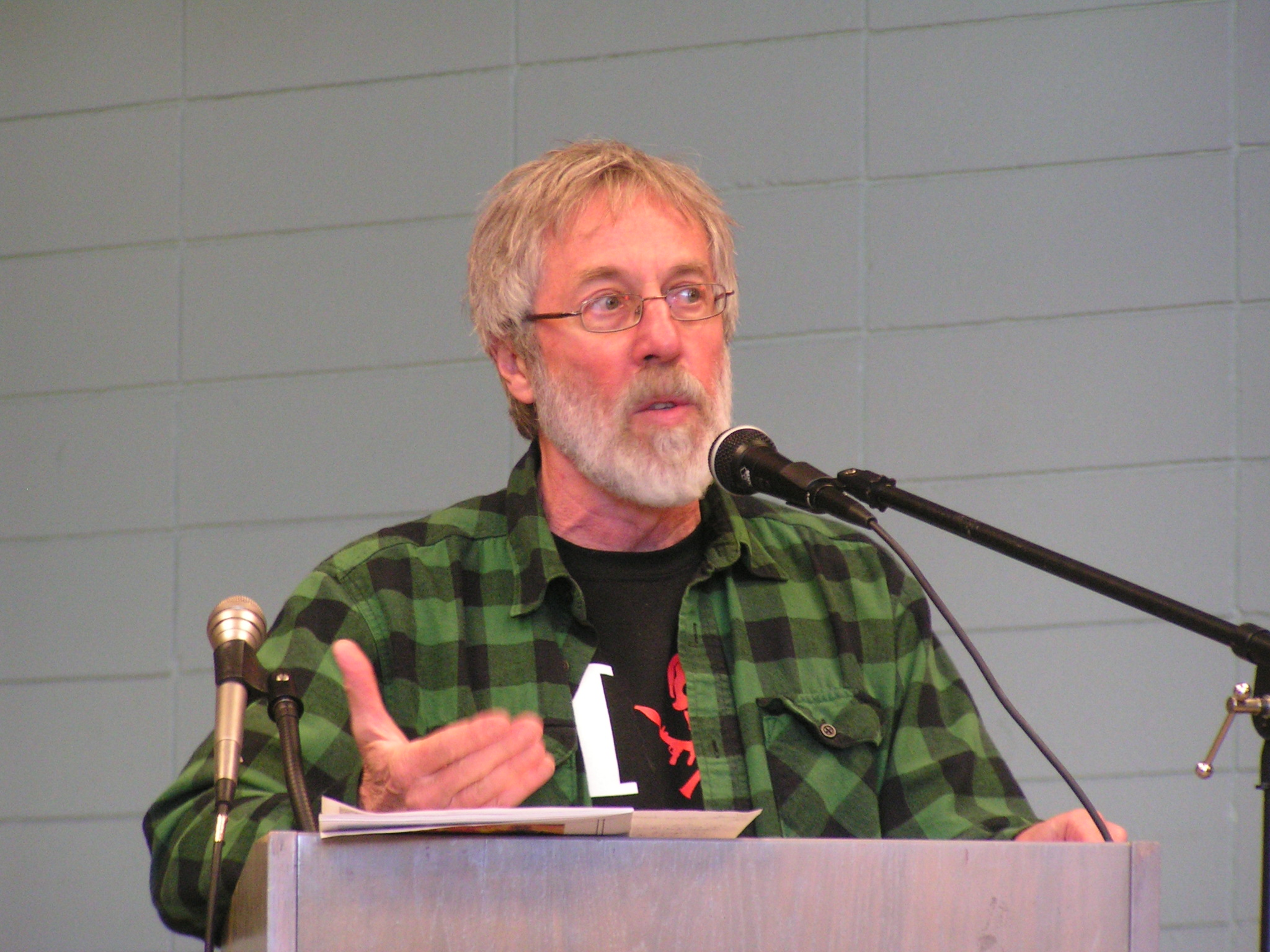 Foto de John Zerzan John Zerzan en 2010 en San Francisco Anarchist Bookfair (Fuente Wikipedia: CC BY 3.0)