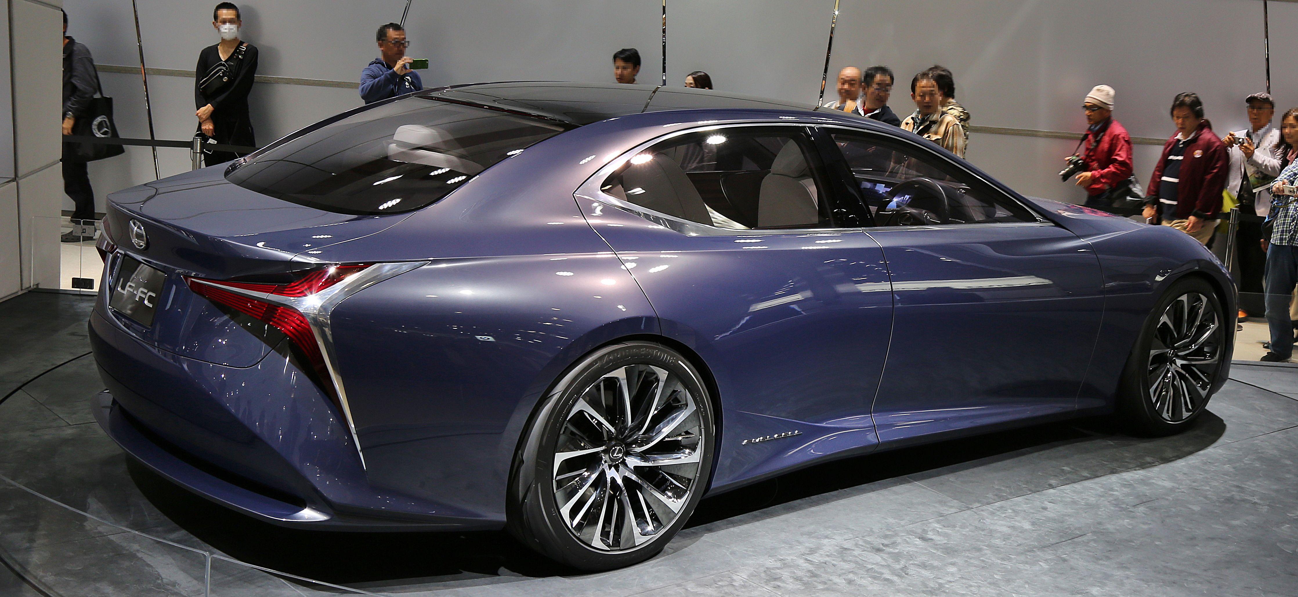 https://upload.wikimedia.org/wikipedia/commons/8/85/Lexus_LF-FC_rear.jpg