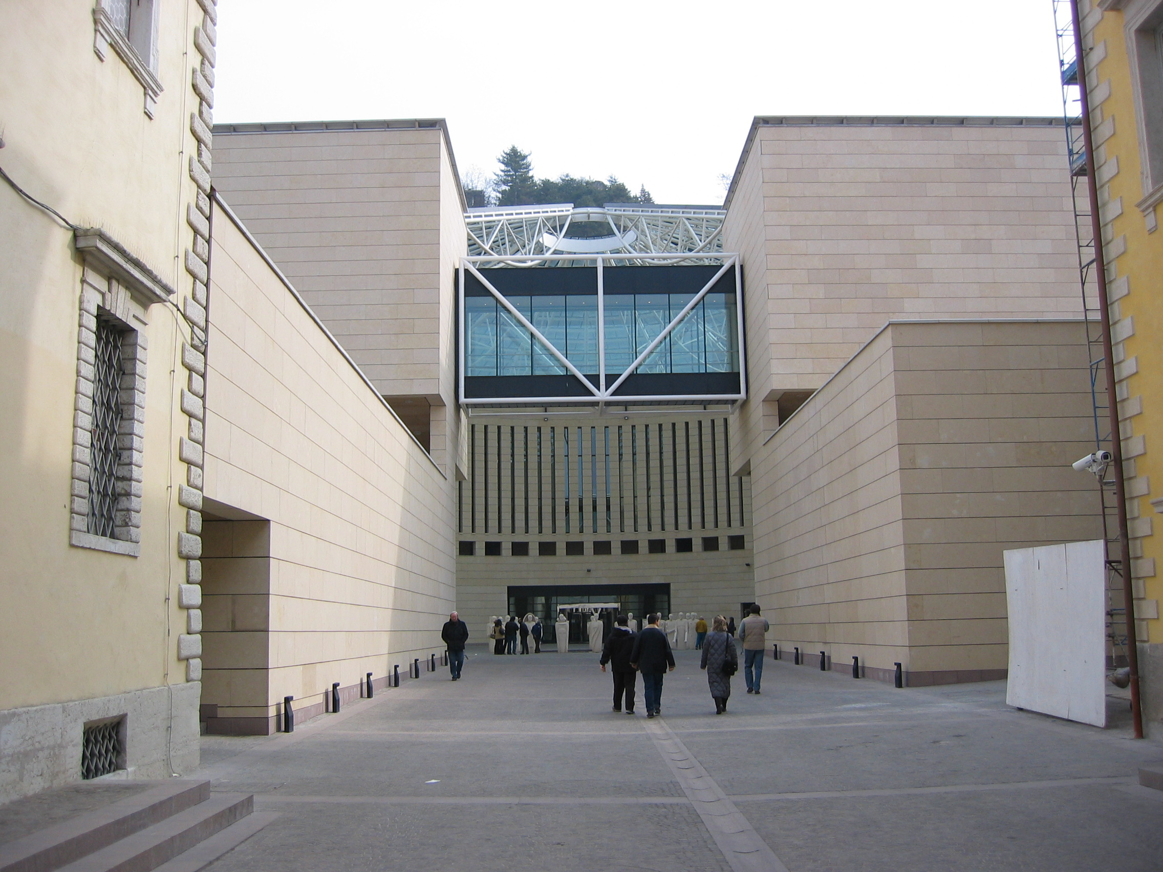 MART, Entrance