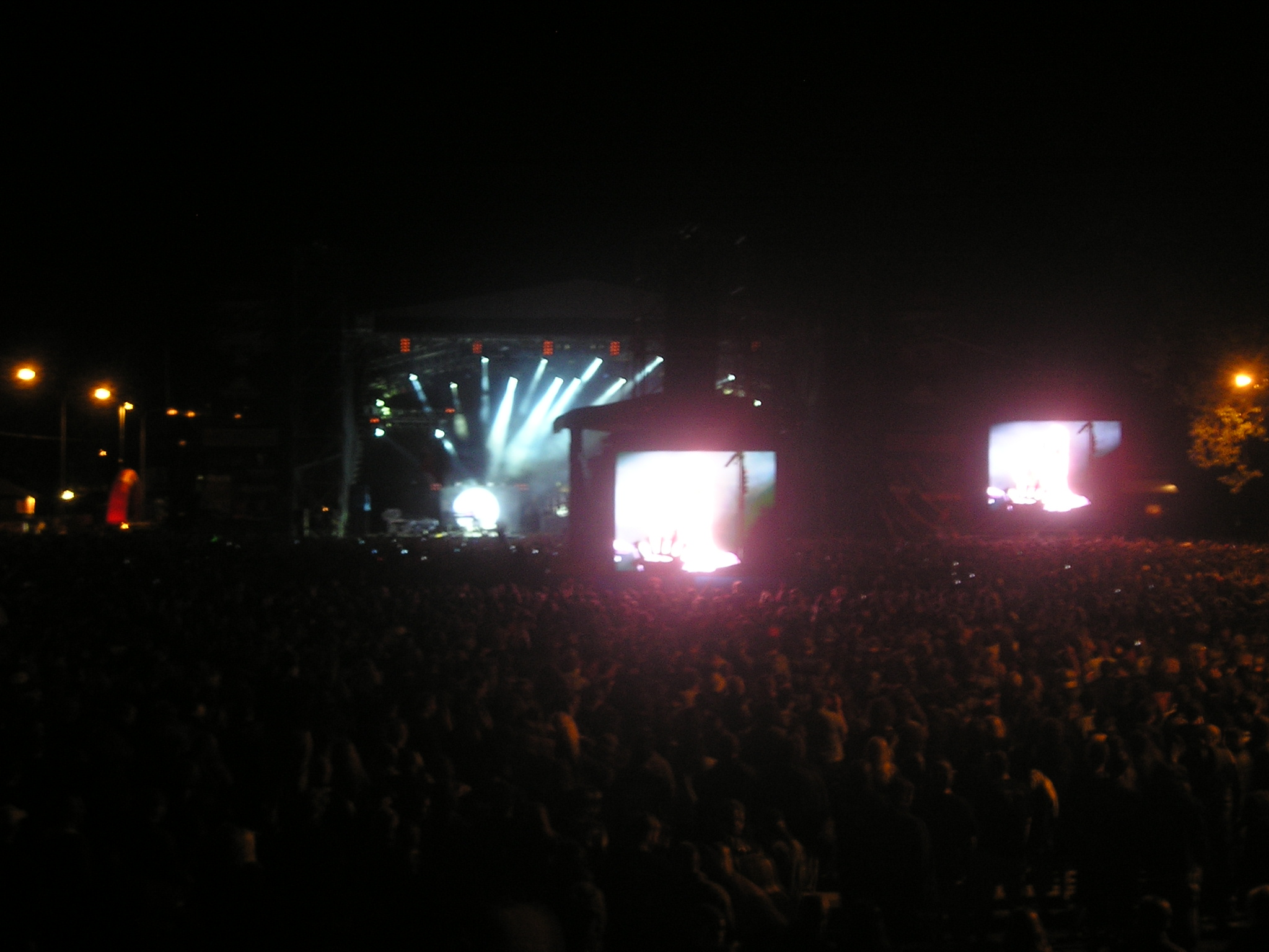http://upload.wikimedia.org/wikipedia/commons/8/85/Masters_of_Rock_2009.jpg