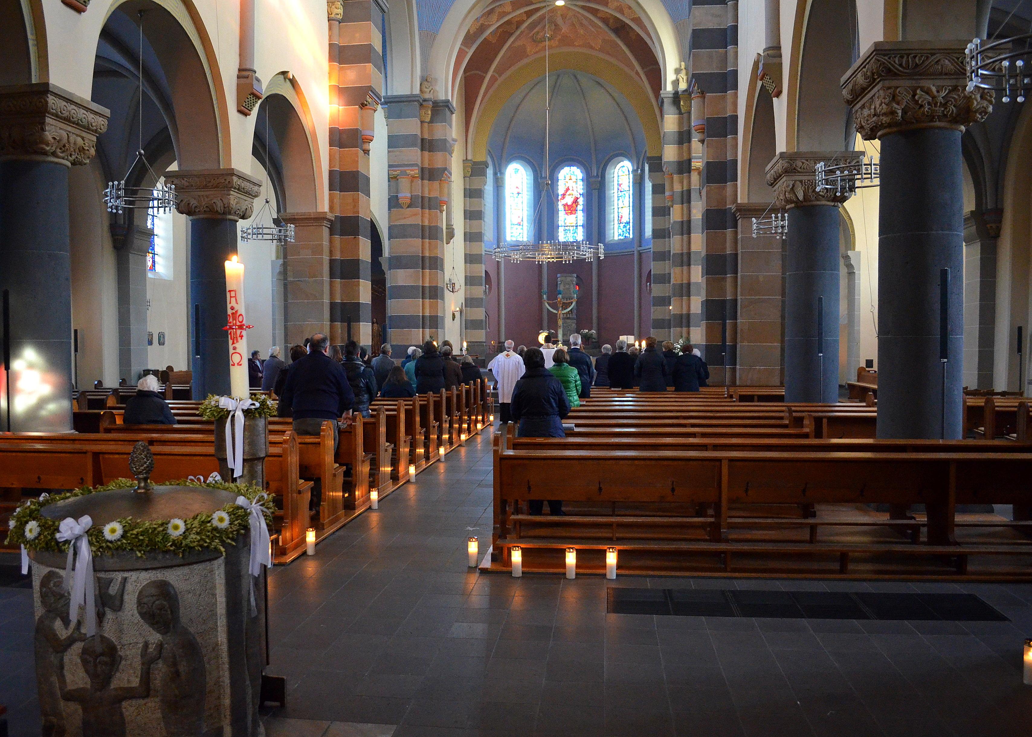 Bestand mayen heilig hartkerk wikipedia for Interieur wikipedia