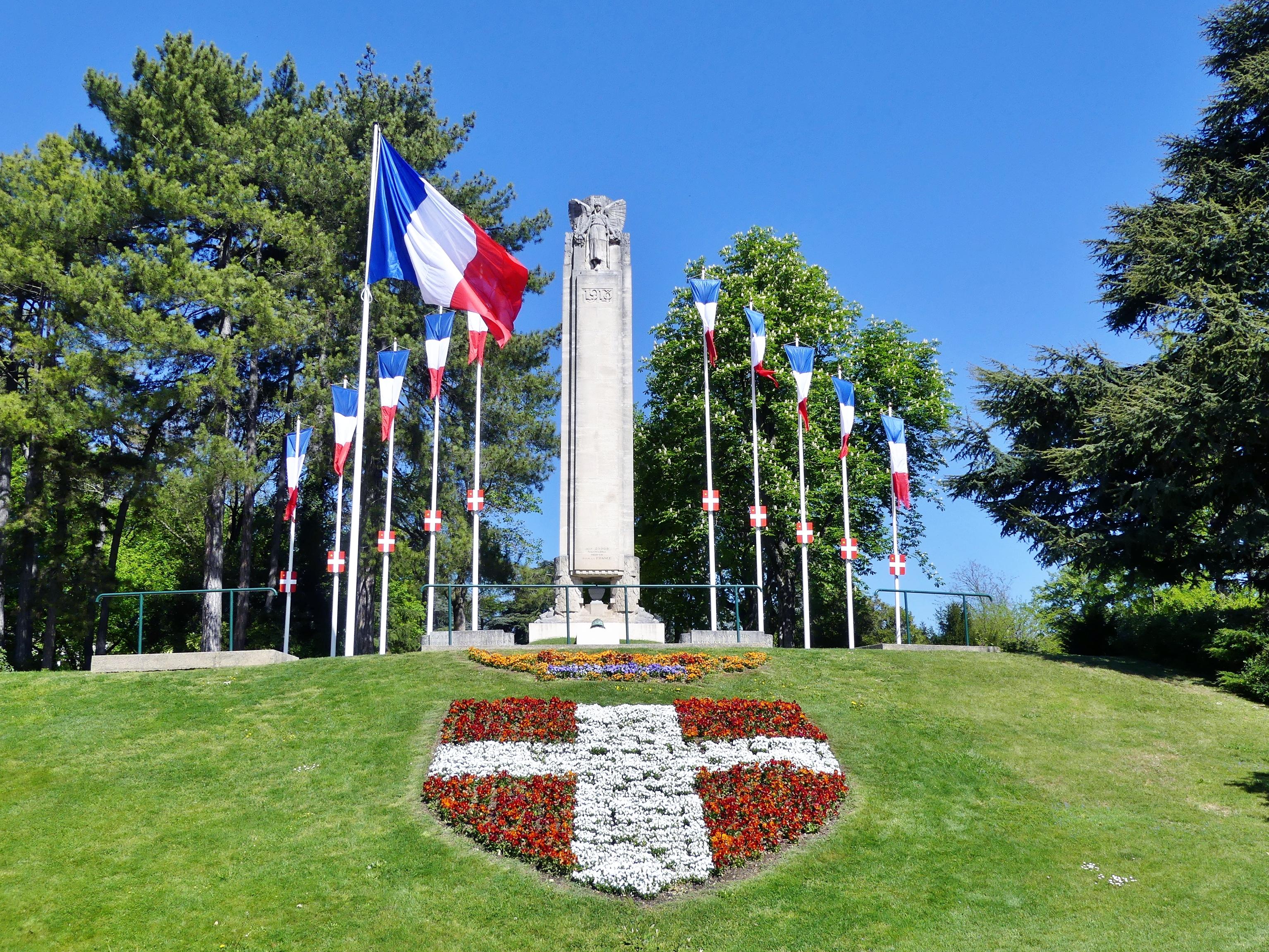 Fichier Monument aux morts du Clos Savoiroux à Chambéry (2017).JPG ... 98b4ec71632