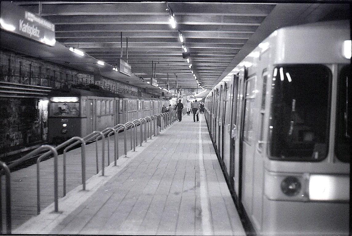 N158000000 Kopie SW Bilder, Karlsplatz, umsteigen von der Stadtbahn Wientallinie auf Linie U4, Typ N1 2973.jpg