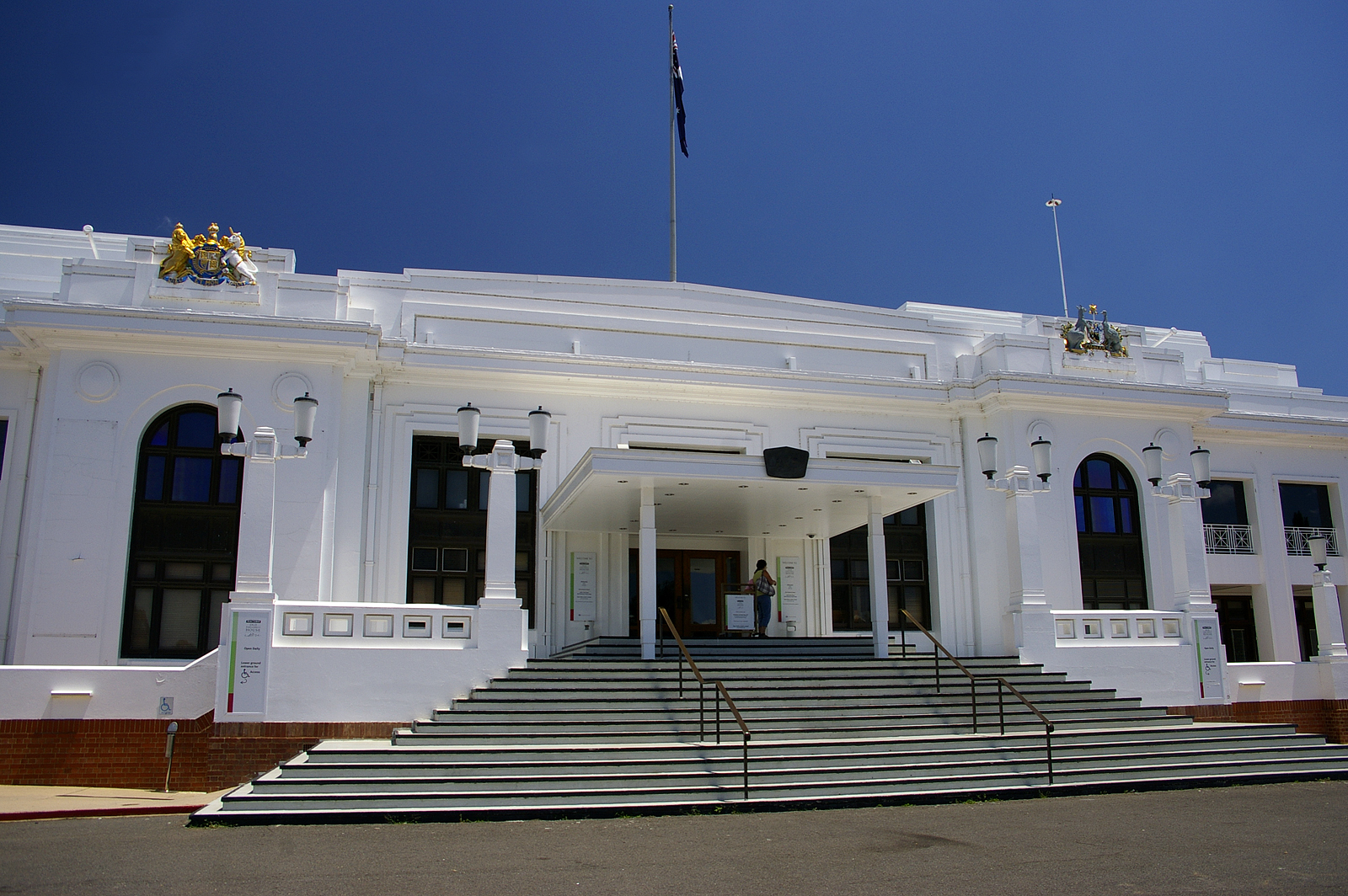 File:Old Parliament House, Canberra front entrance.jpg ...