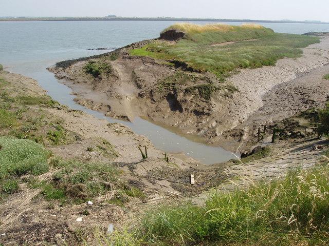 Old sea wall, Wallasea Island - geograph.org.uk - 196244