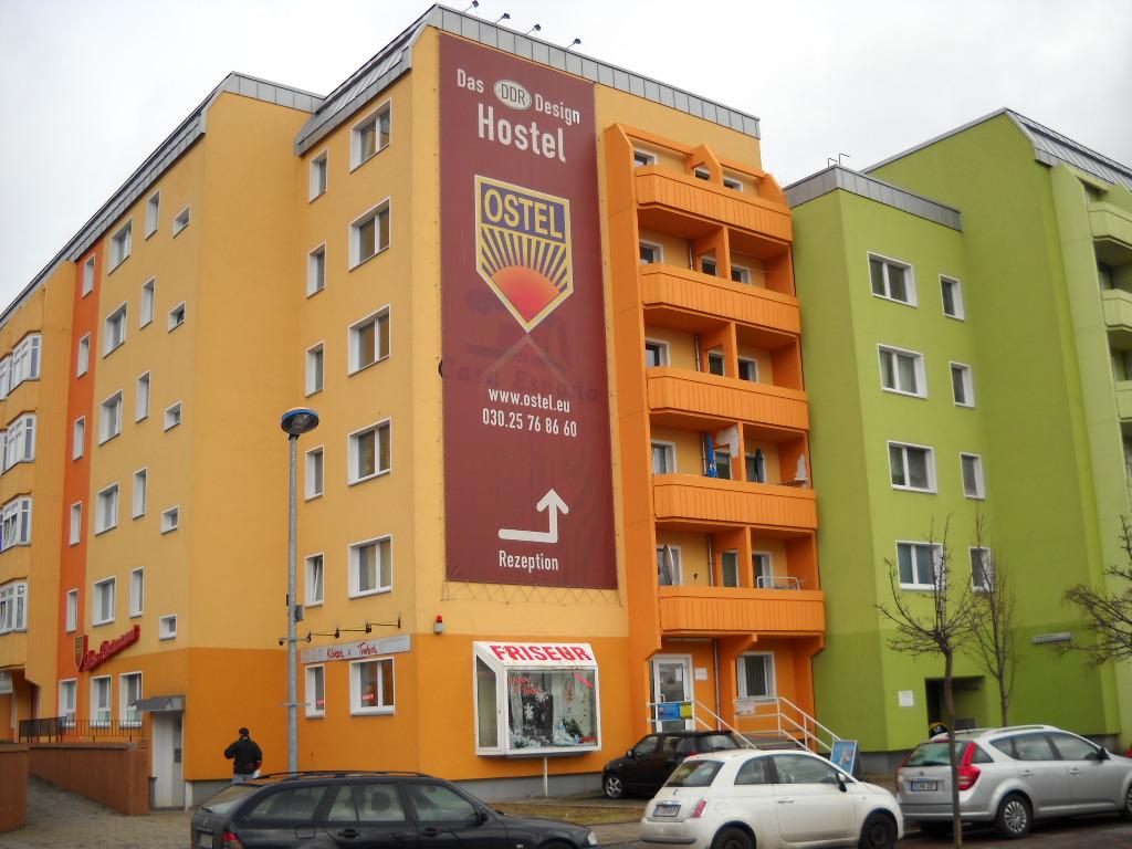 file ostel hostel berlin jpg wikimedia commons. Black Bedroom Furniture Sets. Home Design Ideas