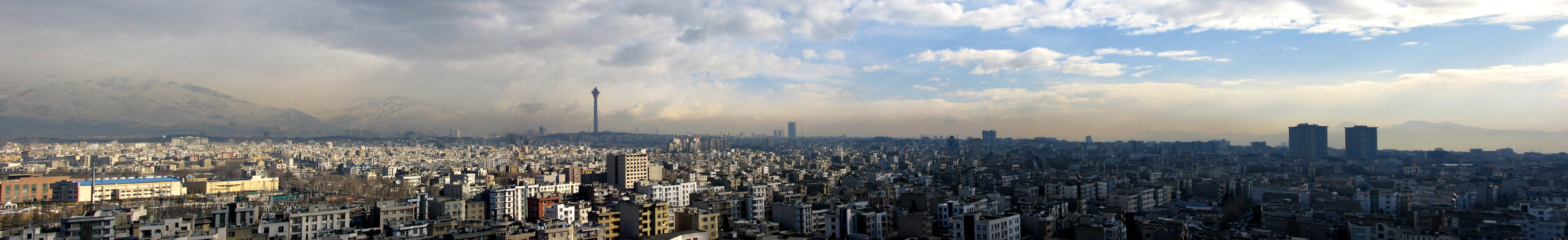 Panoramic photograph of Tehran (large).jpg