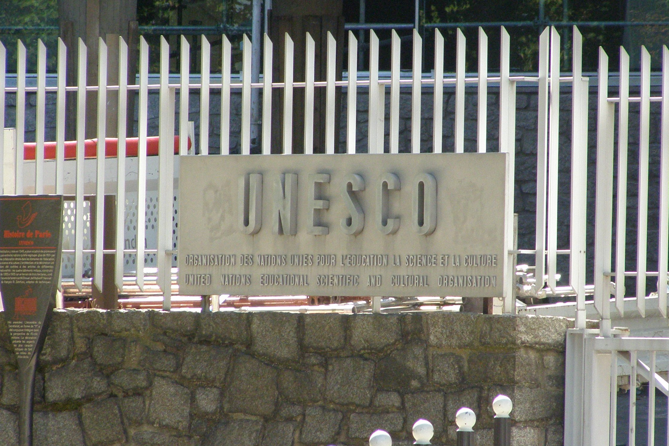 http://upload.wikimedia.org/wikipedia/commons/8/85/Pary%C5%BC_unesco_szyld.JPG