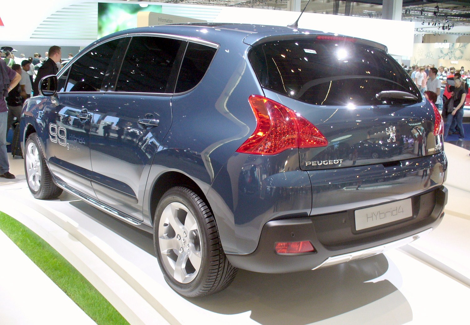 http://upload.wikimedia.org/wikipedia/commons/8/85/Peugeot_3008_HYbrid4_Heck.JPG
