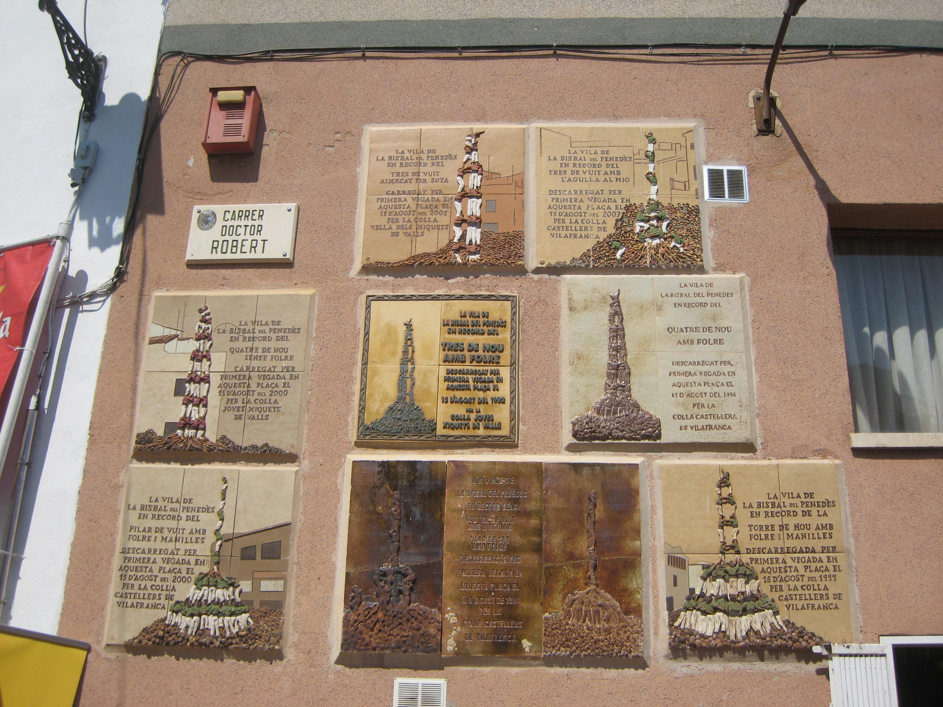 Archivo:Plaques Commemoratives De Fites Castelleres   La Bisbal Del Penedès .JPG