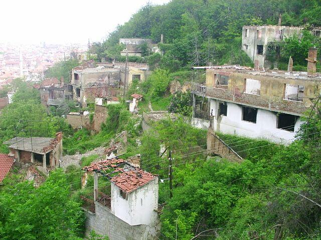 Kosovo Serbs community Prizren%2C_po%C5%A1kozen%C3%A1_srbsk%C3%A1_%C4%8Dtvr%C5%A5